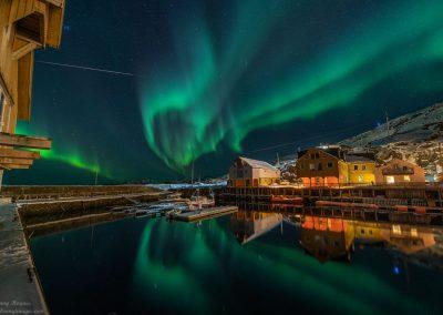 Aurora Borealis danser over Nyksund - Foto: Benny Høynes