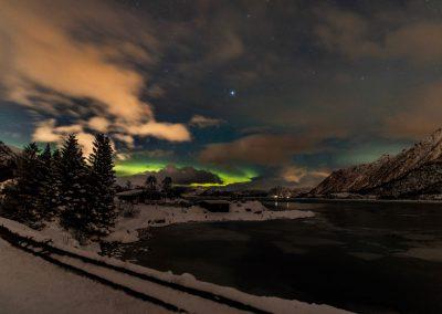 Northern lights at the horizon